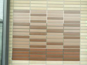施工前に、実際に家の壁に直接試し塗りをしてから、色を正式に決めます。